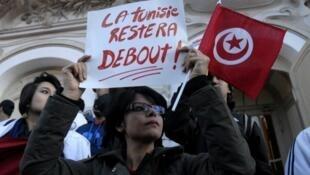 تجمع أمام المسرح البلدي في العاصمة بعد الاعتداء على متحف باردو في  18 مارس / آذار