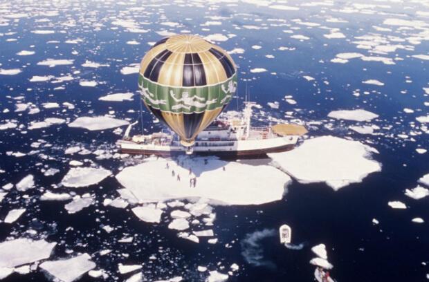 Le navire en expédition dans l'Antarctique, le 25 juin 1973.