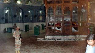 Le temple soufi Lal Shahbaz Qalandar après l'attentat-suicide qui a fait au moins 70 morts, jeudi 16 février.