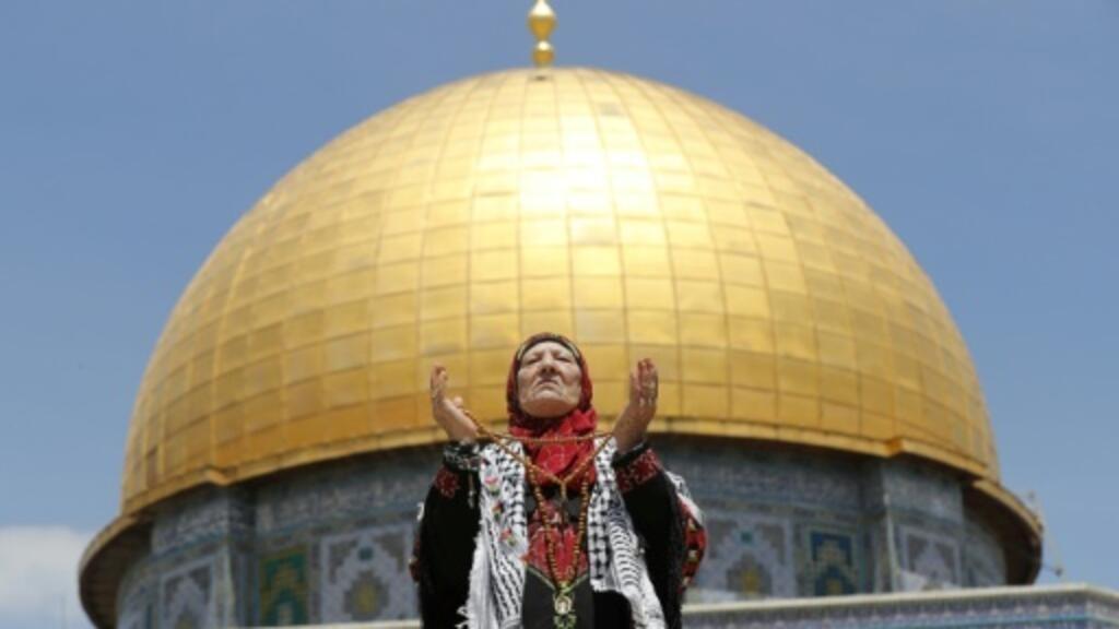Huge crowds pray at Jerusalem's Al-Aqsa for first Ramadan Friday