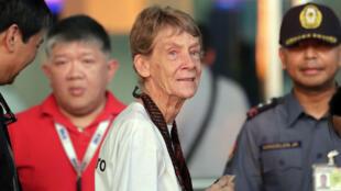 La monja australiana Patricia Fox en el aeropuerto internacional de Manila a punto de dejar Filipinas. 3 de noviembre de 2018.