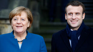 المستشارة الألمانية أنغيلا ميركل والرئيس الفرنسي إيمانويل ماكرون في إيكس-لا-شابيل في 22 يناير/كانون الثاني 2019