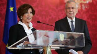 Le président Alexander Van der Bellen (à droite) a nommé Brigitte Bierlein (à gauche) chancelière d'Autriche par interim.