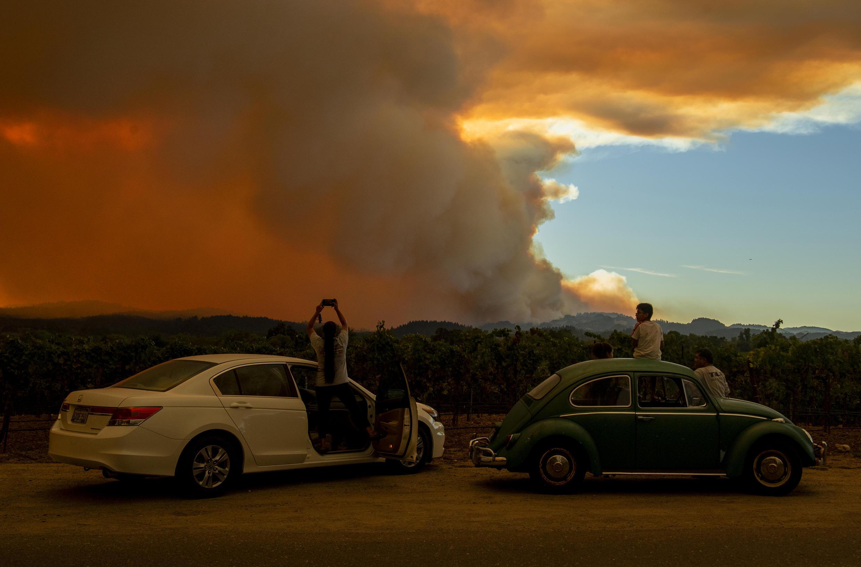 En Californie, l'un des plus grands brasiers a fait partir à lui seul près de 90 000 hectares en fumée vendredi matin.