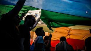 Le marche des Fiertés à Istanbul en 2014. Depuis trois ans, les autorités interdisent le défilé LGBTQ.
