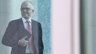 El primer ministro australiano, Malcolm Turnbull, llega a la reunión del Partido Liberal en la Casa del Parlamento en Canberra, el 21 de agosto de 2018.