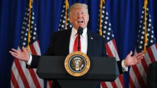 En conférence de presse, Donald Trump a refusé de condamner spécifiquement l'extrême droite.