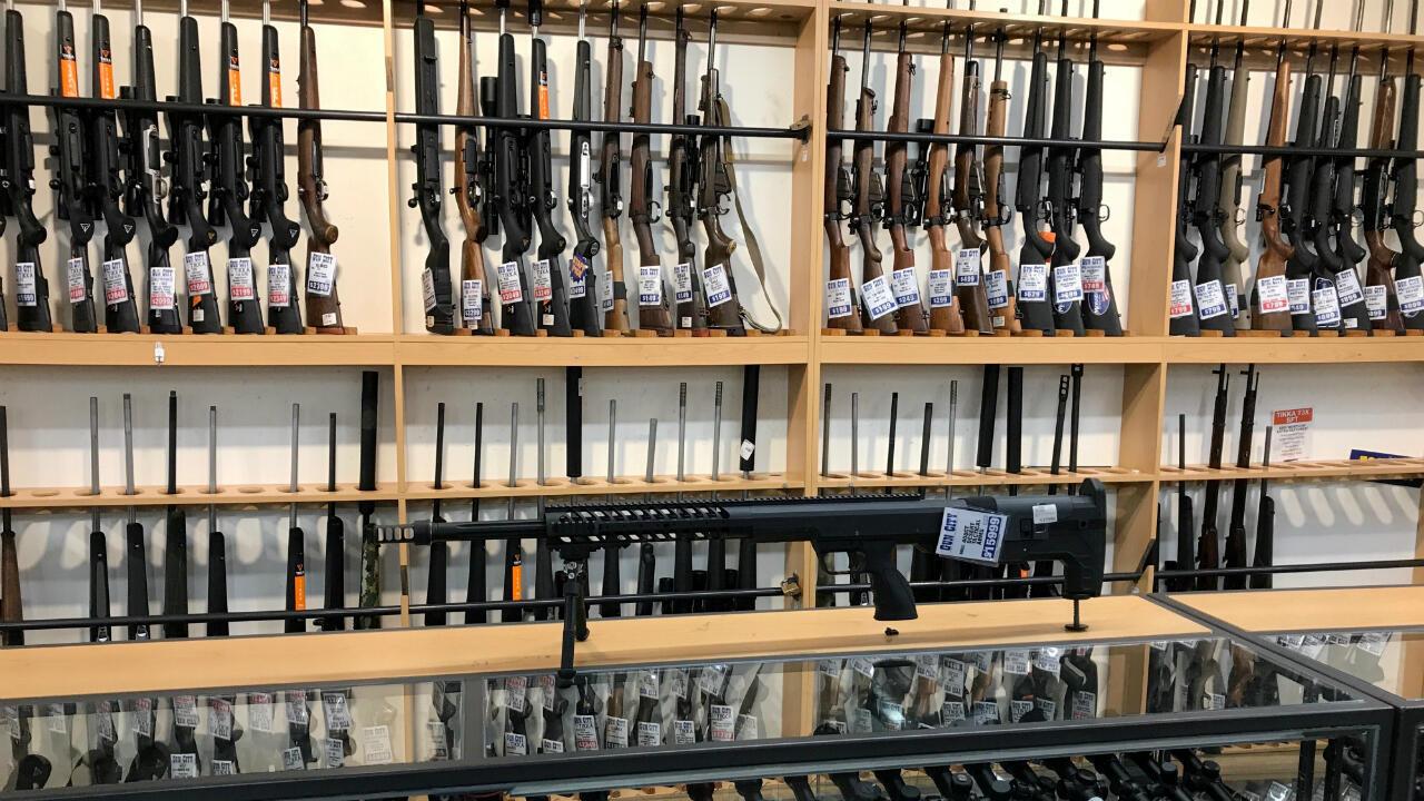 Imagen de una estantería de armamento en un local de Gun City en Christchurch, Nueva Zelanda, el 19 de marzo de 2019.