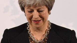 رئيسة الوزراء البريطانية تيريزا ماي أثناء إلقاء كلمتها حول البريكسيت في مانشن هاوس بلندن 2 آذار/مارس 2018