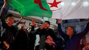 احتفالات في العاصمة الجزائرية بعدم ترشح بوتفليقة لولاية خامسة. 2019/03/11.