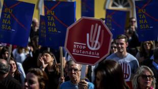 متظاهرون معارضون للموت الرحيم في لشبونة. 20 شباط/ فبراير 2020.