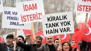 مظاهرة للمطالبة بالإعدام للمتهمين بمحاولة اغتيال الرئيس التركي رجب طيب أردوغان في 20 شباط/فبراير 2017