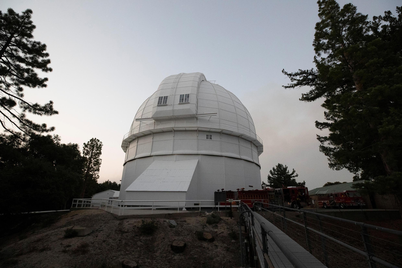 """L'observatoire du Mont Wilson est menacé par le """"Bobcat Fire"""" à Los Angeles."""