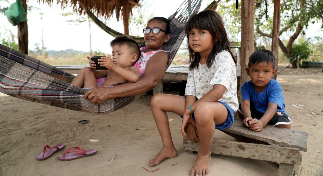 Indígenas de la aldea Tenharim llamada Marmelos, a 300 kilómetros de Apuí. foto de Louise Raulais.