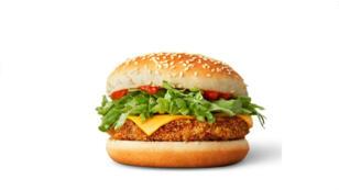 Le premier burger vegan (à condition d'enlever le fromage) de chez McDonald's, composé de haricots rouges, de carottes, de poivrons verts et d'oignons rouges.