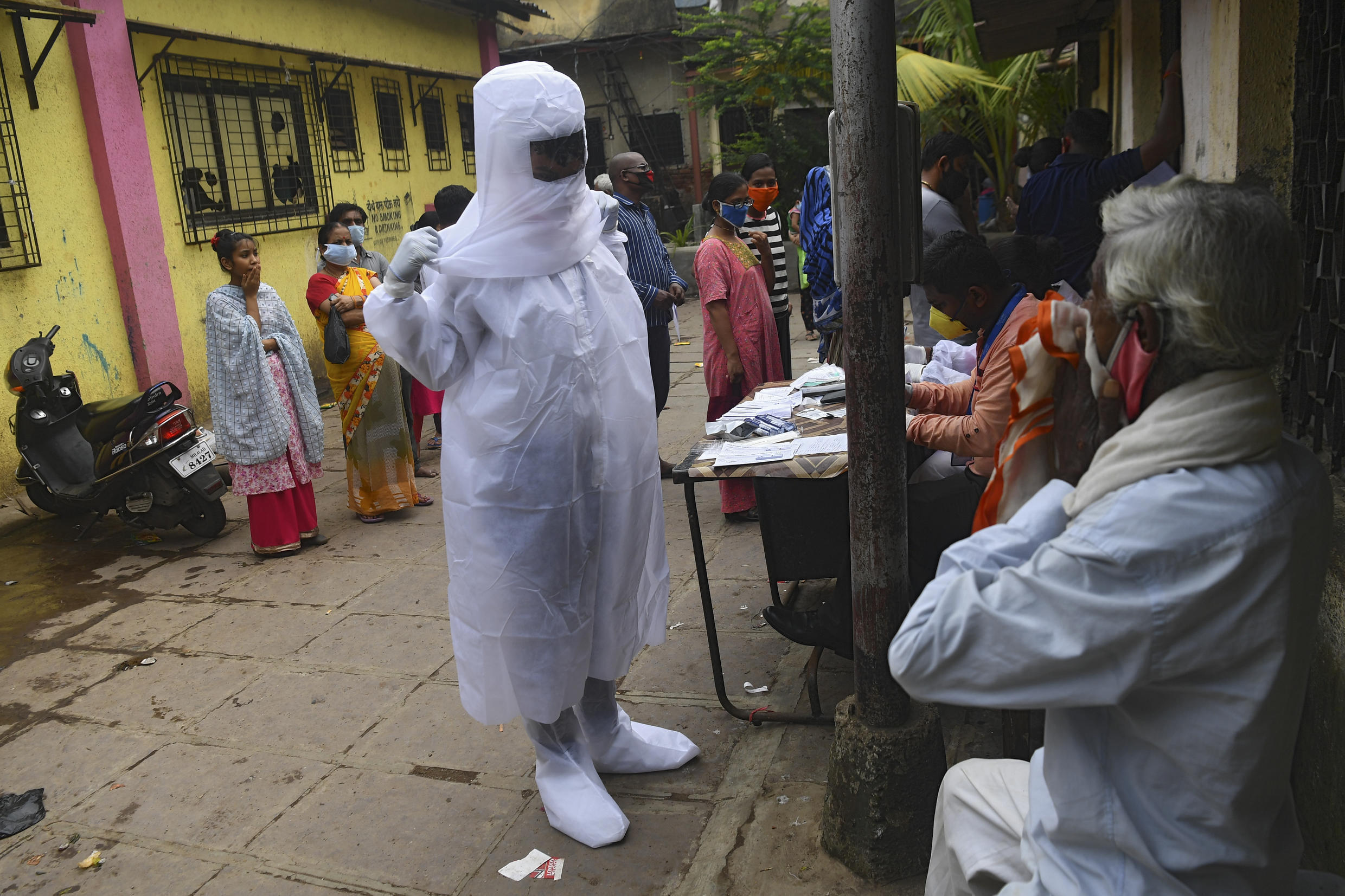 India's economy has been devastated by the coronavirus epidemic, but the government has announced loan plans.