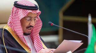 El rey de Arabia Saudita, Salman bin Abdulaziz, ofrece un discurso en la cumbre del Consejo de Cooperación del Golfo, en La Meca, Arabia Saudita el 30 de mayo de 2019.