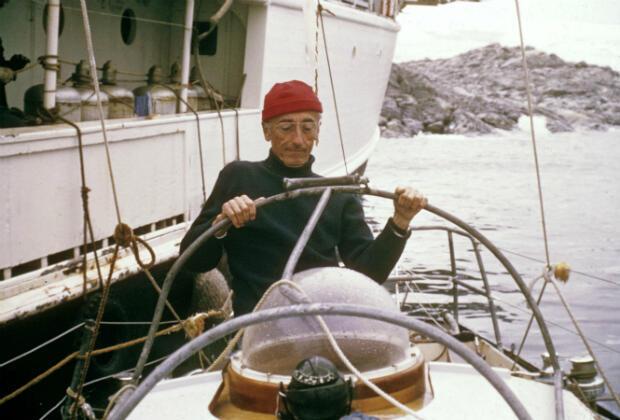 Cousteau à bord de sa capsule en 1973.