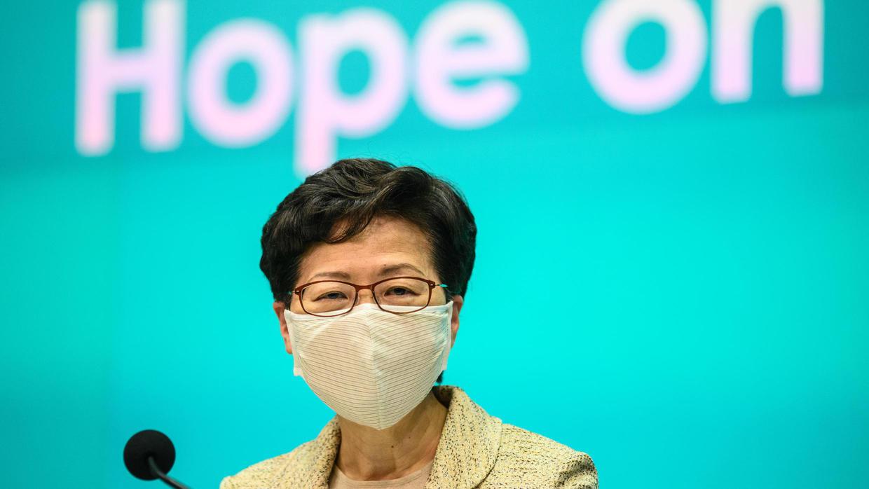 رئيسة السلطة التنفيذية في هونغ كونغ كاري لام خلال مؤتمر صحفي في 5 مايو/أيار 2020.