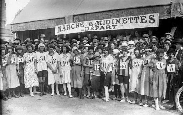 Le 25 novembre 1903 en France, près de 2 500 ouvrières du textile, participent à la Course des Midinettes, épreuve reliant Paris à Nanterre à la course ou à la marche.