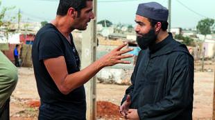 """Nabil Ayouch (à gauche) sur le tournage des """"Chevaux de Dieu"""""""