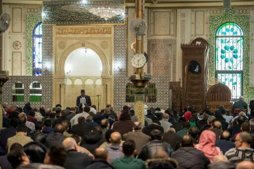 صلاة الجمعة في المسجد الكبير في العاصمة البلجيكية بروكسل 25 آذار/مارس 2016