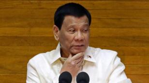 El presidente filipino Rodrigo Duterte pronuncia su discurso sobre el Estado de la Nación en la Cámara de Representantes en la ciudad de Quezon, Filipinas, el 23 de julio de 2018.