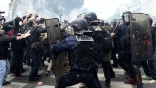 مواجهات بين عناصر من الشرطة الفرنسية ومتظاهرين في العاصمة باريس