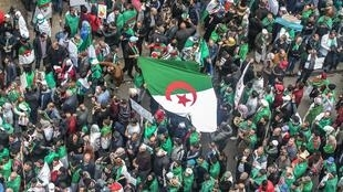 متظاهرون في شوارع الجزائر