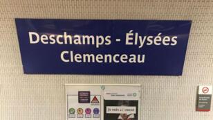 """La station Champs-Élysées - Clemenceau rend hommage au sélectionneur en devenant""""Deschamps Élysées - Clemenceau""""."""