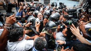 Keiko-Fujimori-policia-periodistas-Peruv2
