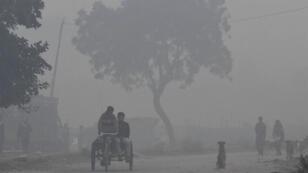 Cette photo prise le 6 novembre à New Delhi montre le niveau dramatique de pollution de l'air qui sévit dans la ville.