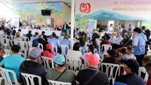 Fotografía cedida por la oficina de prensa de la ONU, que muestra integrantes del Consejo de Seguridad durante su visita al Espacio Territorial de Capacitación y Reincorporación Los Monos, el 13 de julio en Caldono, Colombia.