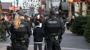 La police allemande continue d'enquêter sur les éventuelles complicités dont aurait pu bénéficier Anis Amri, l'auteur présumé de l'attentat du marché de Noël à Berlin.
