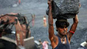 Jharía se quema. Desde hace un siglo el carbón arde bajo tierra, encendido accidentalmente por los británicos que querían explotar la zona...