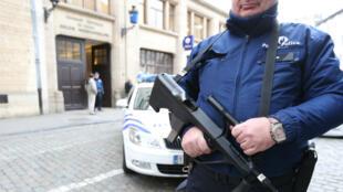 """Le rapport définitif de la """"police des polices"""" belgeest attendu à la mi-avril."""