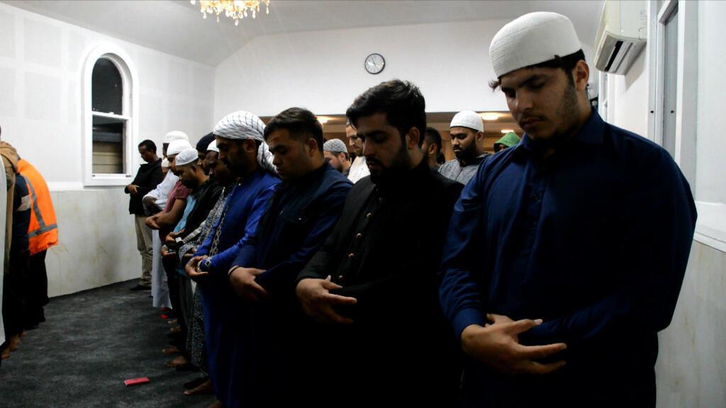 Un grupo de fieles reunidos el 6 de mayo de 2019 en la mezquita de Linwood, donde ocurrió la masacre de Christchurch, Nueva Zelanda, el pasado 15 de marzo.