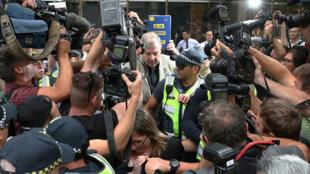 El cardenal George Pell sale de la corte de Melbourne, Australia, el 26 de febrero de 2019.