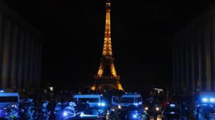 Les policiers ont manifesté au Trocadero, à Paris, dans la nuit du 14 au 15 juin.