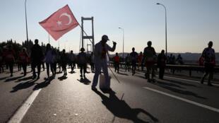"""تركيا تبدأ الاثنين ترحيل عناصر تنظيم """"الدولة الإسلامية"""" إلى بلدانهم"""