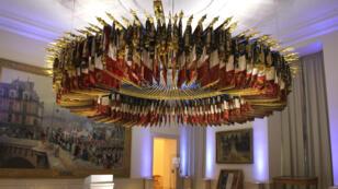 La salle des emblèmes aux archives du Ministère de la Défense au château de Vincennes.
