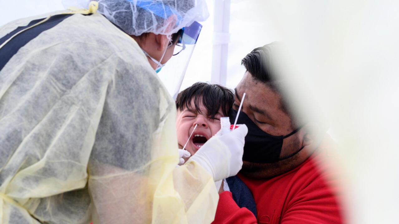 Au total, au 1er août 2020, le nouveau coronavirus a infecté au moins 17,6 millions de personnes dans le monde, selon un décompte effectué par l'AFP à partir de sources officielles.