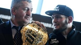 قال نورمحمدوف ان والده بحالة صحية خطيرة جدا بعد اصابته بفيروس كورونا