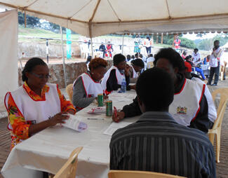 Kenyans flocked to Nairobi's Uhuru Park on Wednesday to donate blood for the victims of the Westgate mall attack.