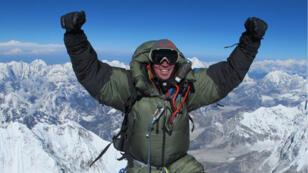 Les alpinistes Adrian Ballinger et Cory Richards vont filmer leur ascension de l'Everest en direct sur Snapchat en avril 2016.