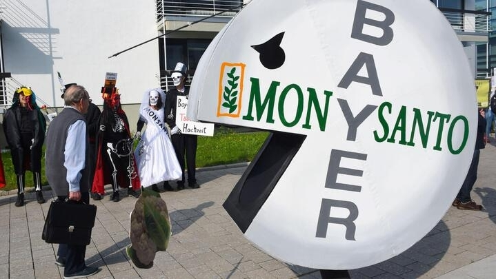 Monsanto ordered to pay $2 billion to couple in new Roundup