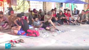 اعتصام المئات من الشباب أمام مداخل المنطقة الخضراء في بغداد
