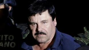 'El Chapo' Guzmán tras su recaptura en un hangar perteneciente a la oficina del Fiscal General en la Ciudad de México, el 8 de enero de 2016.