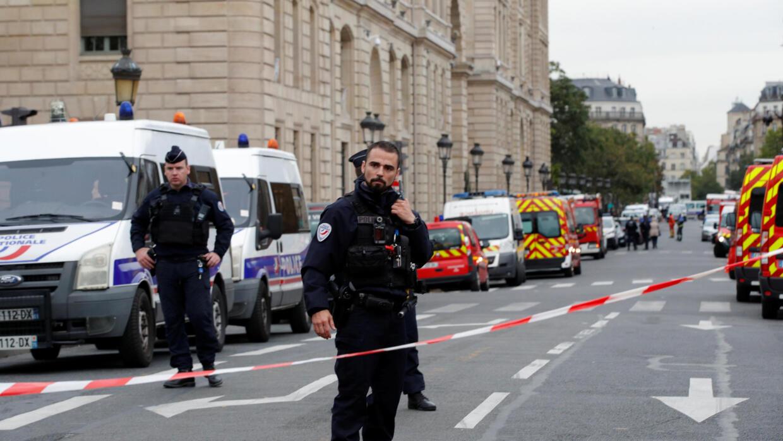 الشرطة الفرنسية تحقق في دوافع منفذ الاعتداء الدامي داخل مقر للشرطة في باريس