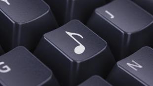 Les services de musique en ligne représentent 45 % des revenus musicaux.
